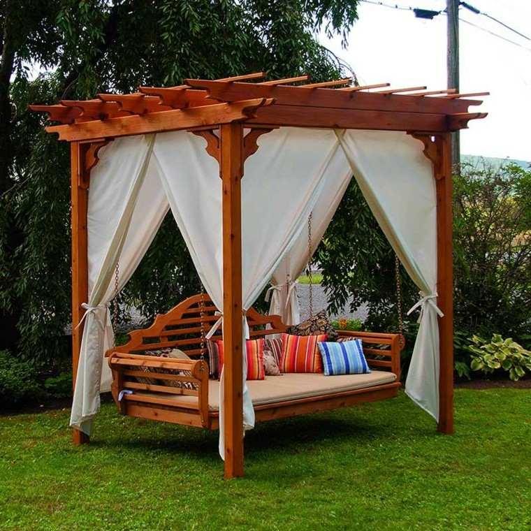 columpio madera cortinas pergola blancas