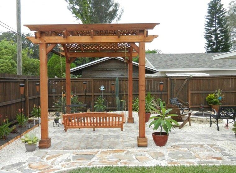 columpio pérgola madera patio plantas