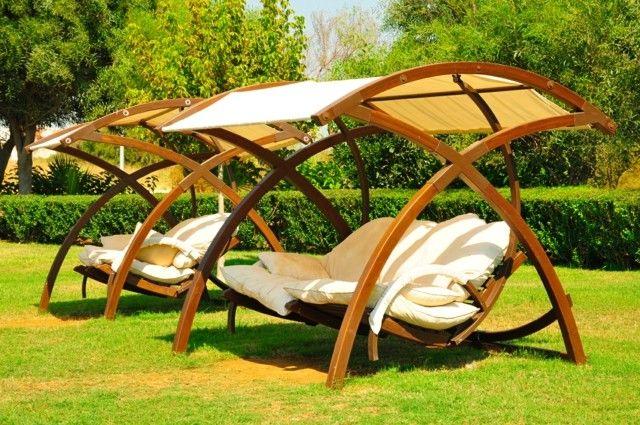 Muebles e ideas de accesorios modernos para el jard n for Columpios de madera para jardin