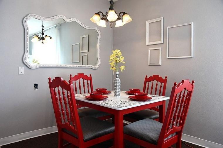 comedores y decoración jarron sillas rojas contraste
