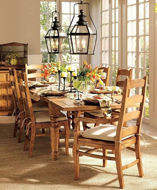 comida mesa decorada jarron cristal lamparas tulipanes
