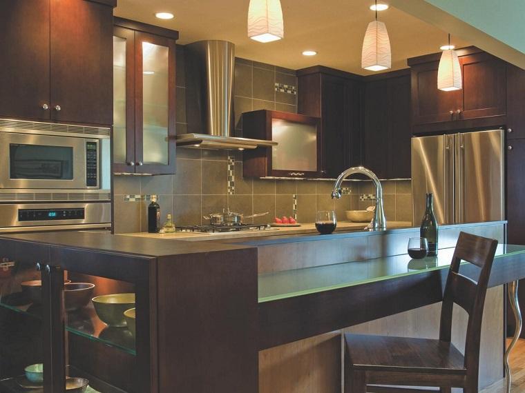 como disenar una cocina armarios distintas niveles ideas