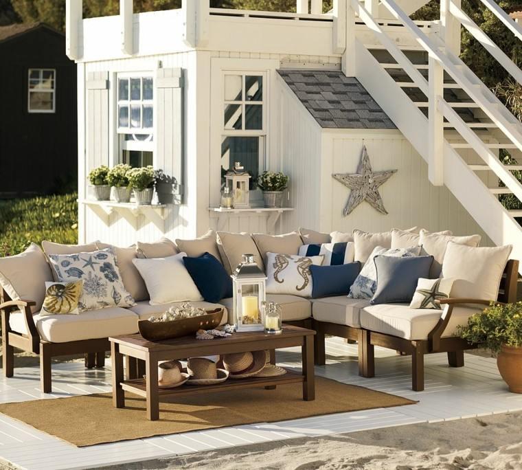 conjunto muebles madera beige cojines