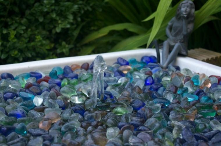 cristales colores azules fuente jardin