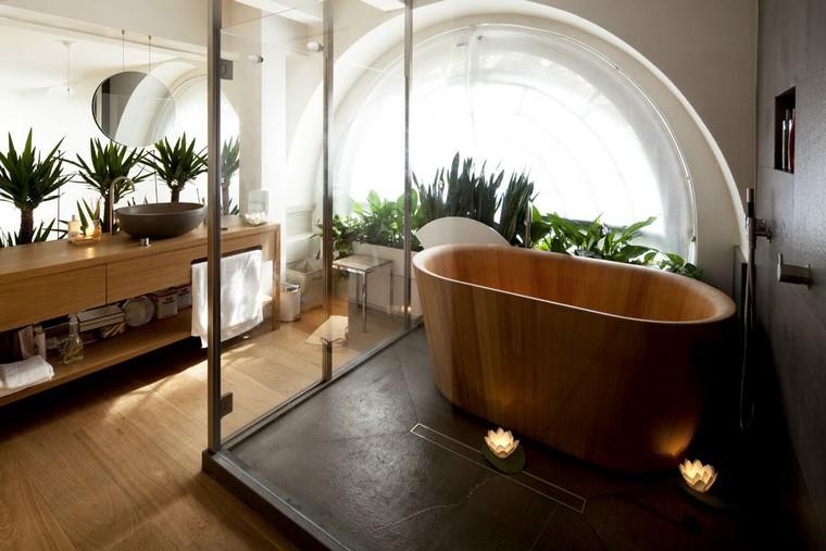 cuarto de baño bañera madera cabina velas