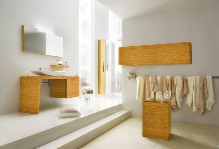 cuarto de baño madera toallas espejo muebles