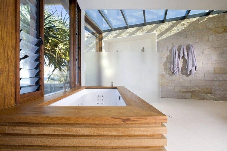cuarto de baño mueble madera ventana