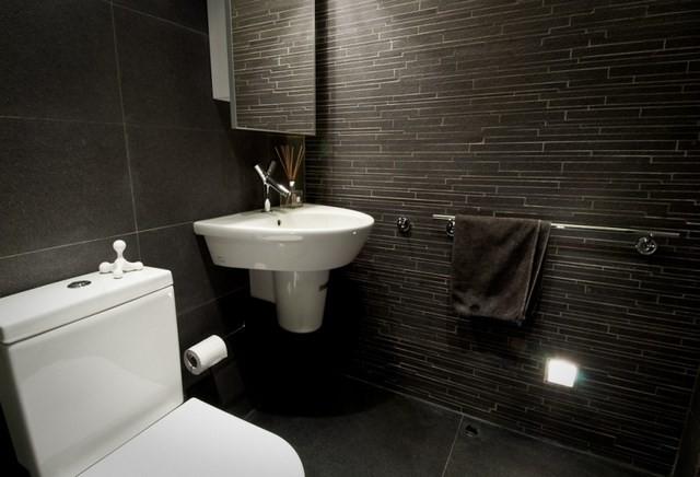 cuartos de baño contraste blanco textura oscuro