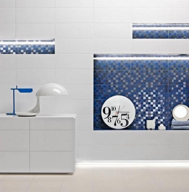 cuartos de baño mozaicos azul reloj lamparas