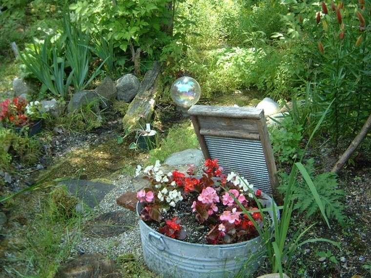 cubo metal viejo jardinera macetero