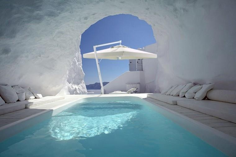 cueva blanca piscina sombrilla moderna