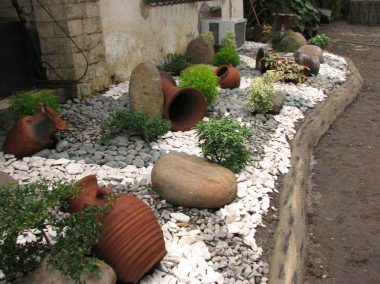 decoracion rocas jarras barro