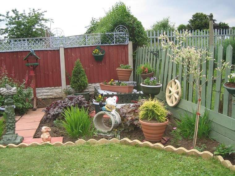 Decorado de jardines good decoracion jardin plantas patio for Decoracion jardin gnomos