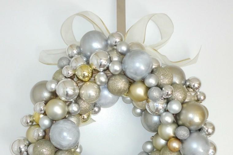 decoracion puerta casa idea bolas navidad