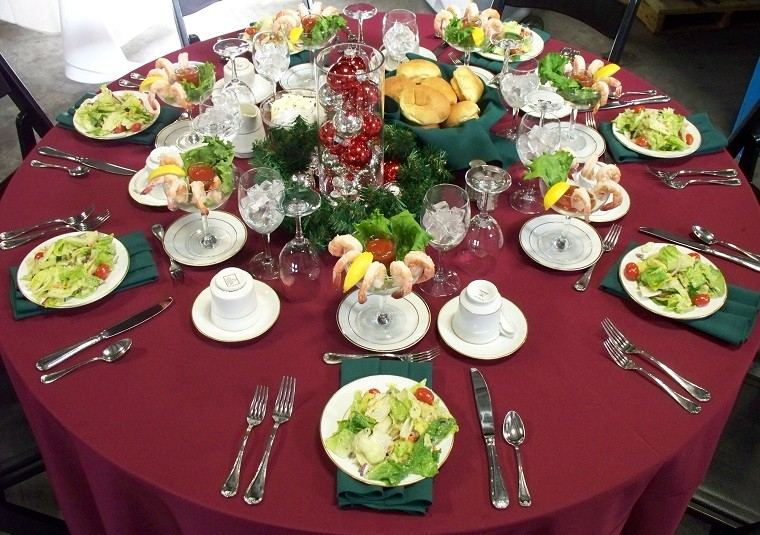 decoración simple fiesta comida vajilla