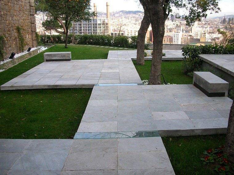 diseño jardin baldosas parcelas césped