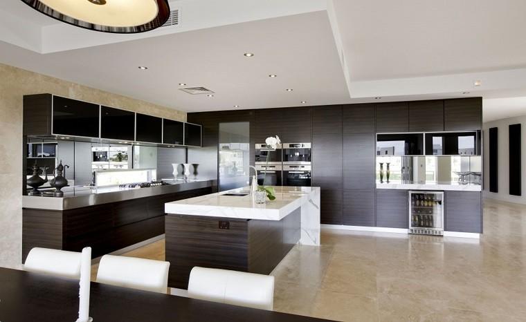 diseño de cocinas amplia abierta electrodomesticos marron escondidos