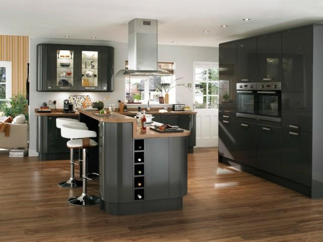 diseño de cocina isla sillas barra negra suelo moderna madera