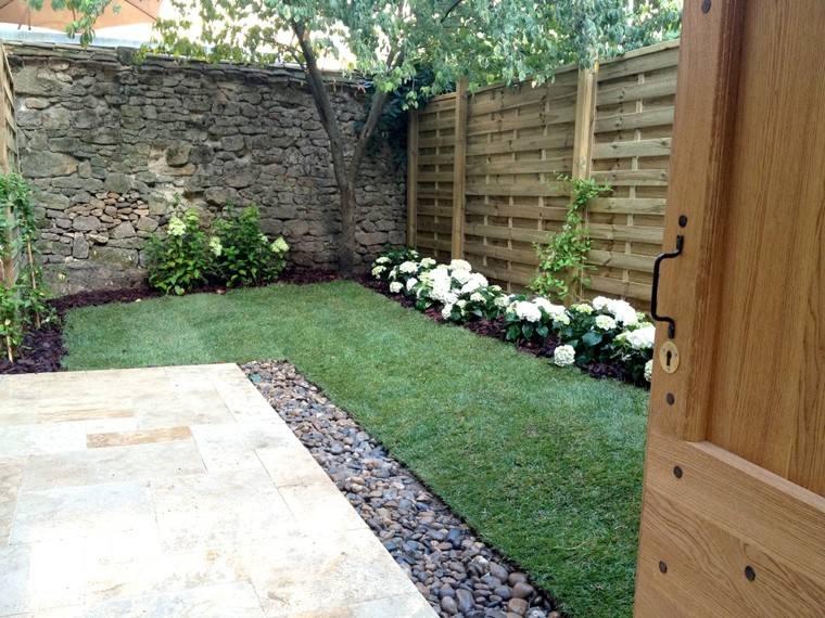 diseño jardín plantas muro piedra
