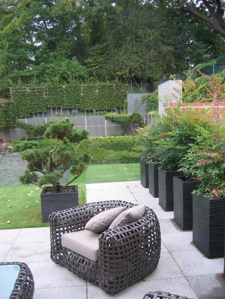 diseno de jardines modernos Andrew Wenham macetas bonsai muebles comodos bonitos