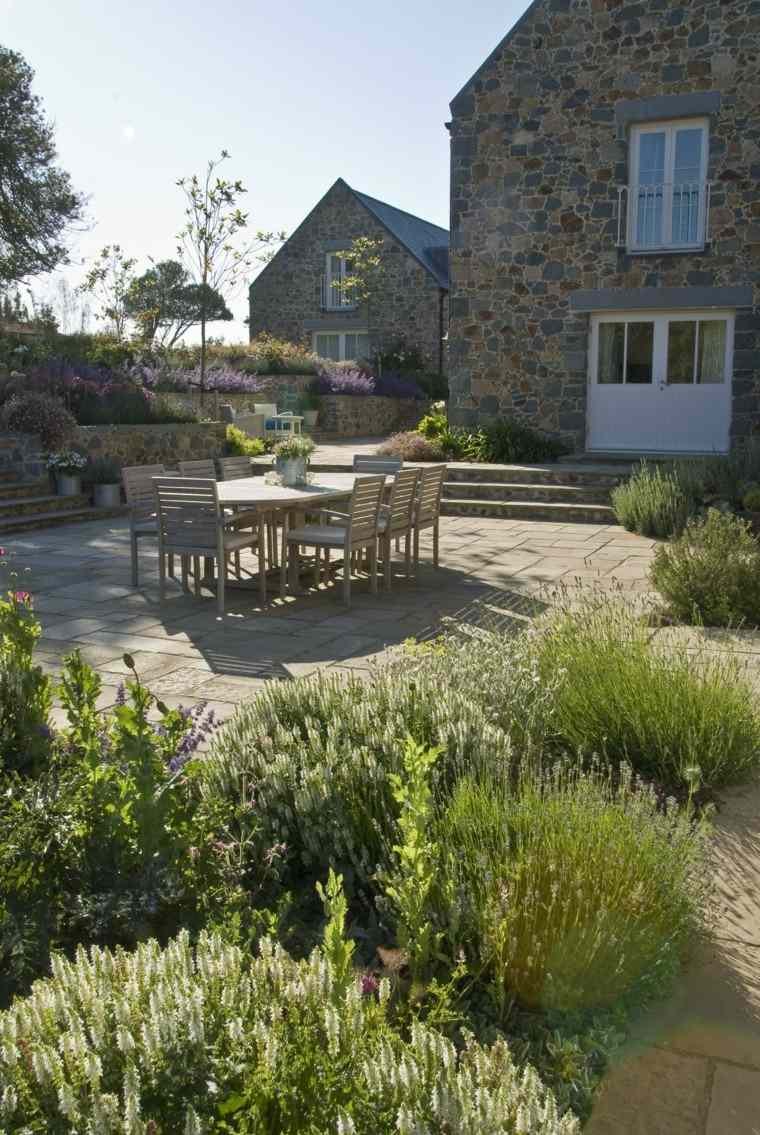 diseno de jardines modernos Debbie Roberts lugar comidas mesa sillas madera casa campo