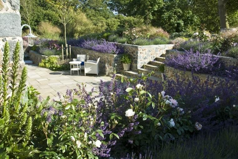 diseno de jardines modernos Debbie Roberts mueles grandes flores purpura aroma