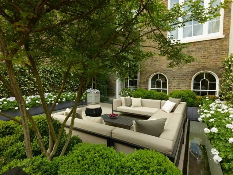 diseno-de-jardines-modernos-John-Wyer-muebles-color-beige