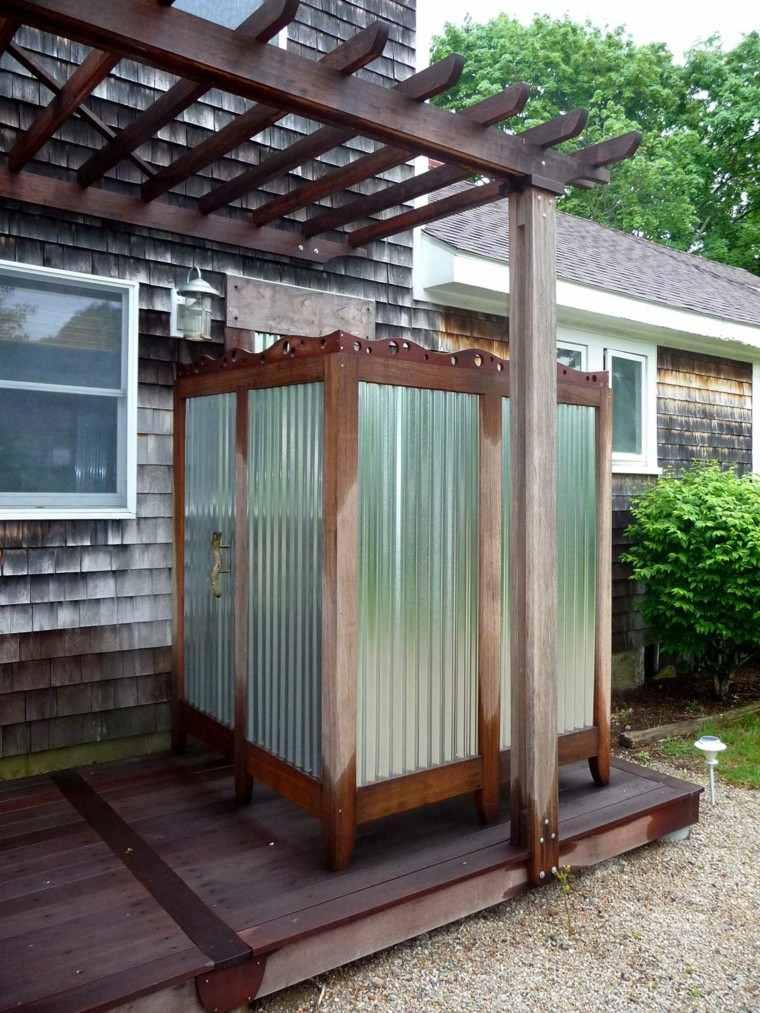 ducha cerrada madera exterior casa pergola