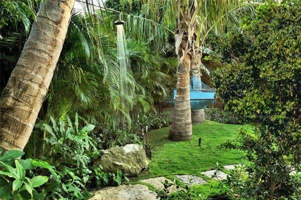 ducha de jardin colgante árbol