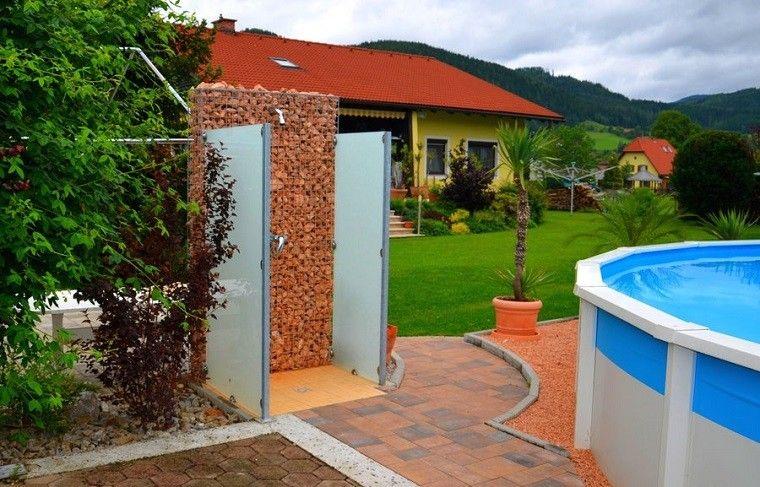 Ducha en jardin un placer m s al alcance de tu mano - Duchas para piscinas exterior ...