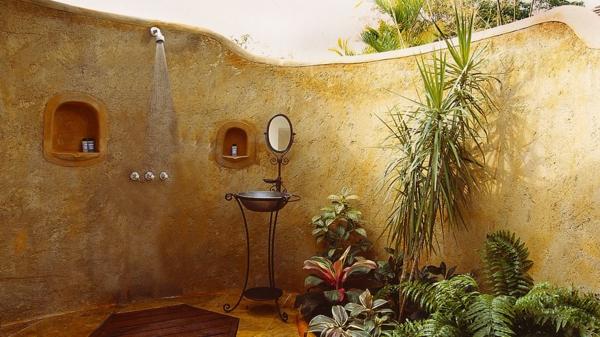 ducha exterior muro hormigón amarillo