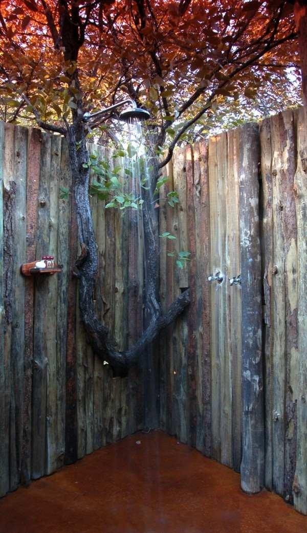 ducha exterior valla palos tronco