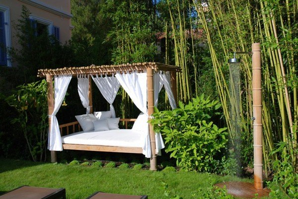 ducha jardín cama mosquiteras cañas
