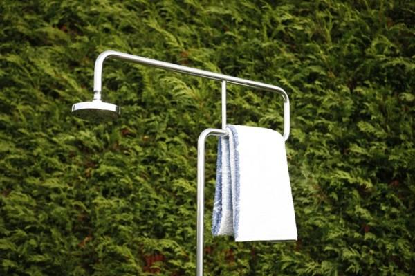 ducha metal jardín toalla blanca