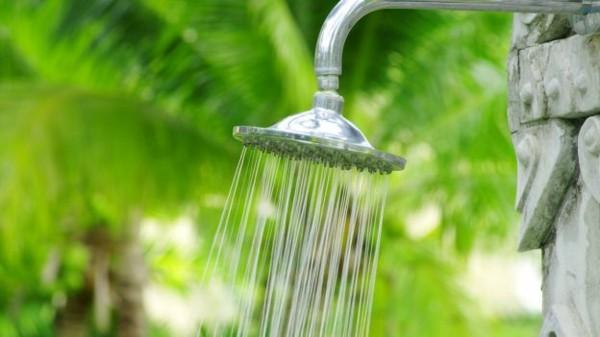ducha piedra jardín metal colgante