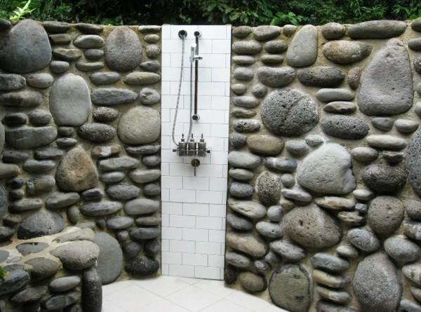ducha plato jardín pared piedras