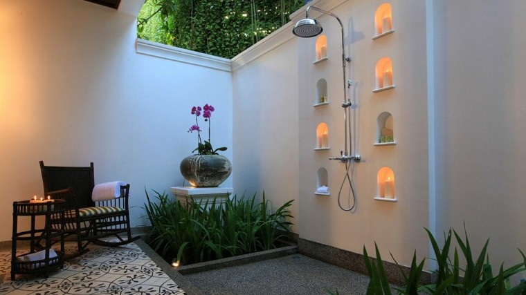 Duchas para exteriores vive de cerca la naturaleza for Plantas minimalistas para exteriores