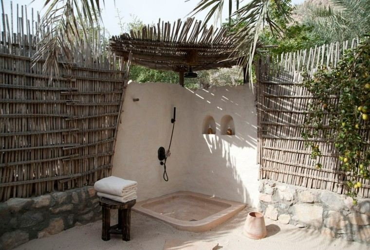 Duchas para exteriores vive de cerca la naturaleza - Losas para duchas ...