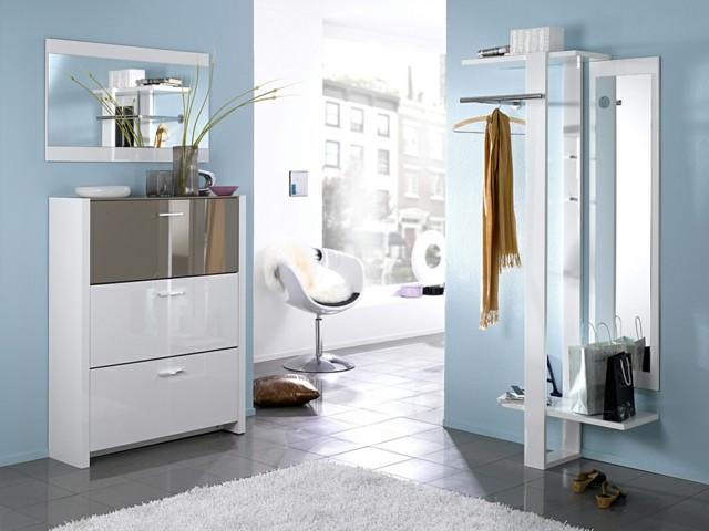entrada luminosa azul muebles diseño blancos