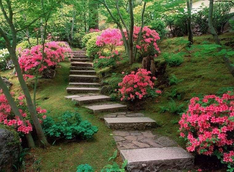 escaleras piedra jardín flores rosa