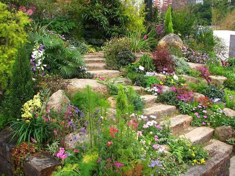 escaleras piedra flores colores plantas