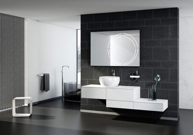 espejo lavabo jarron toallas contraste
