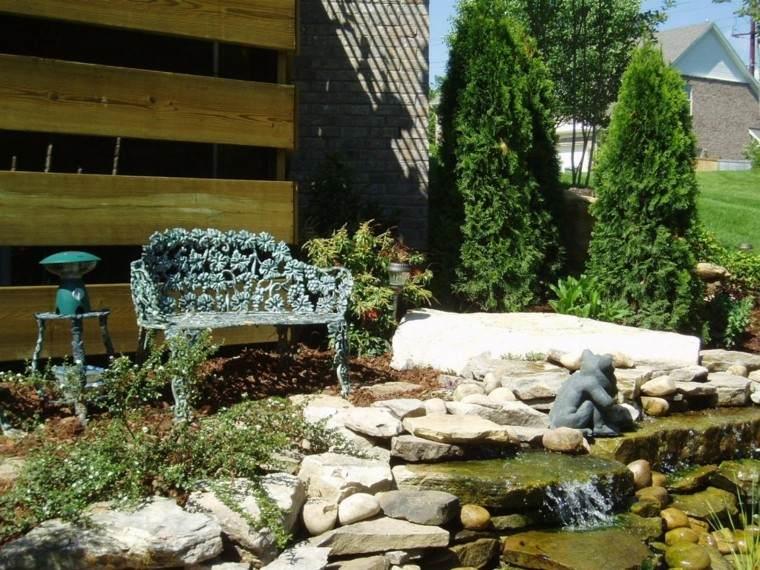 estanque cascada jardin banco rocas