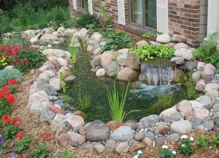 estanque jardin decorado rocalla piedras