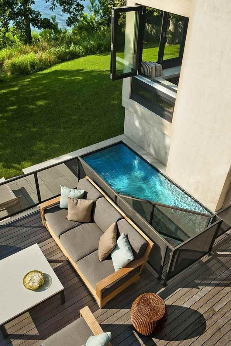 estupenda bañera patio grande escaleras