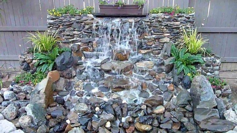 estupenda cascada jardin rocas guijarros