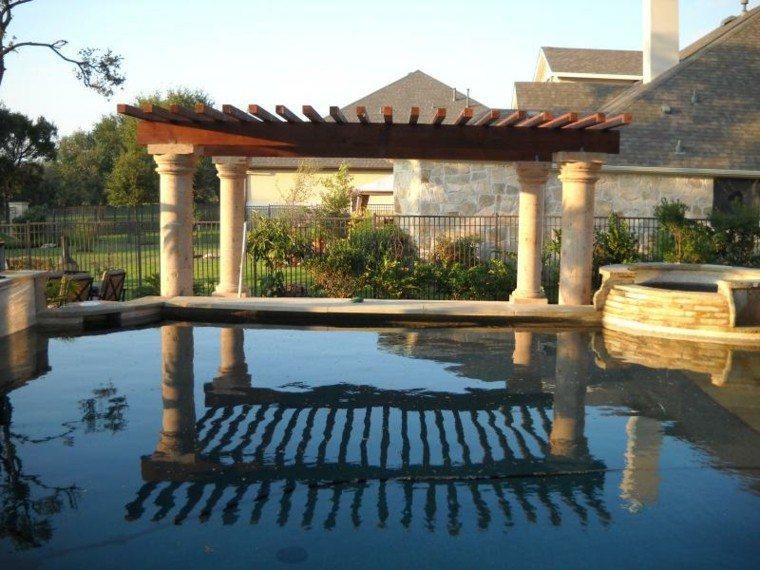 estupenda-pergola-reflejo-piscina