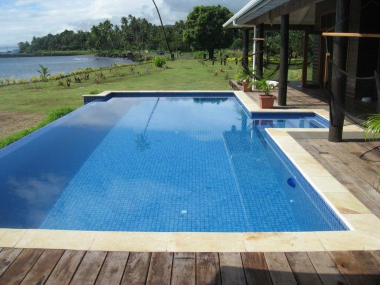 Una piscina peque a en el patio trasero un gran capricho - Piscinas pequenas de obra ...