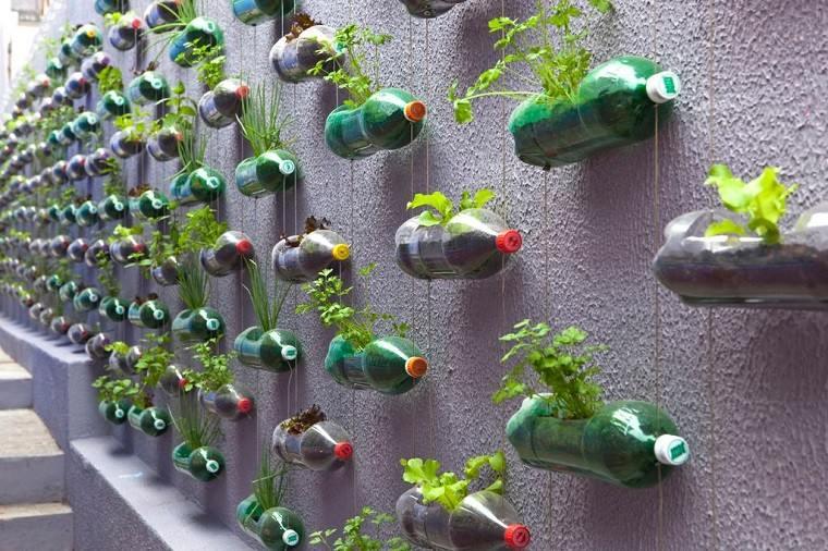 estupendas ideas jardines verticales botellas