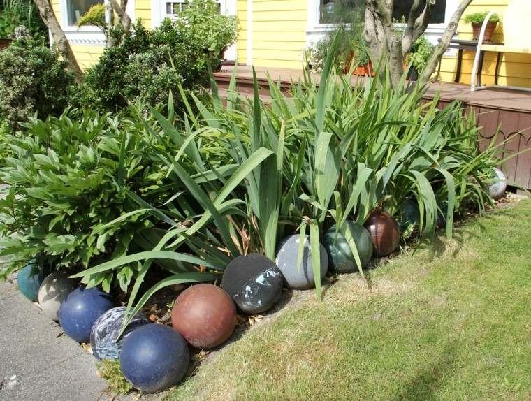 estupendo borde pelotas varias plantas